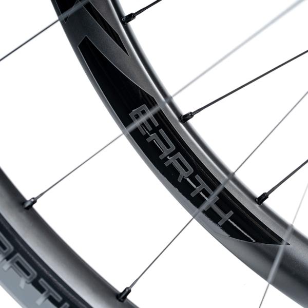 detalhe rodas mtb carbono speedsix earth black