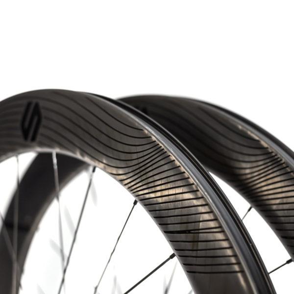 Speedsix air 65 pneu disco detalhe