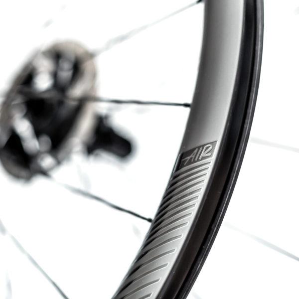 Detalhe speedsix air 35 ultralight pneu disco