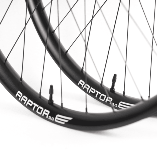 Detalhe rodas aluminio speedsix raptor e