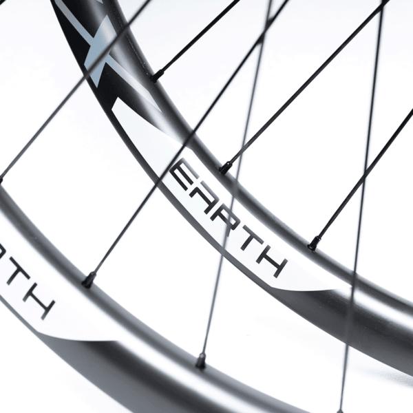 detalhe rodas de mtb carbono speedsix earth grey